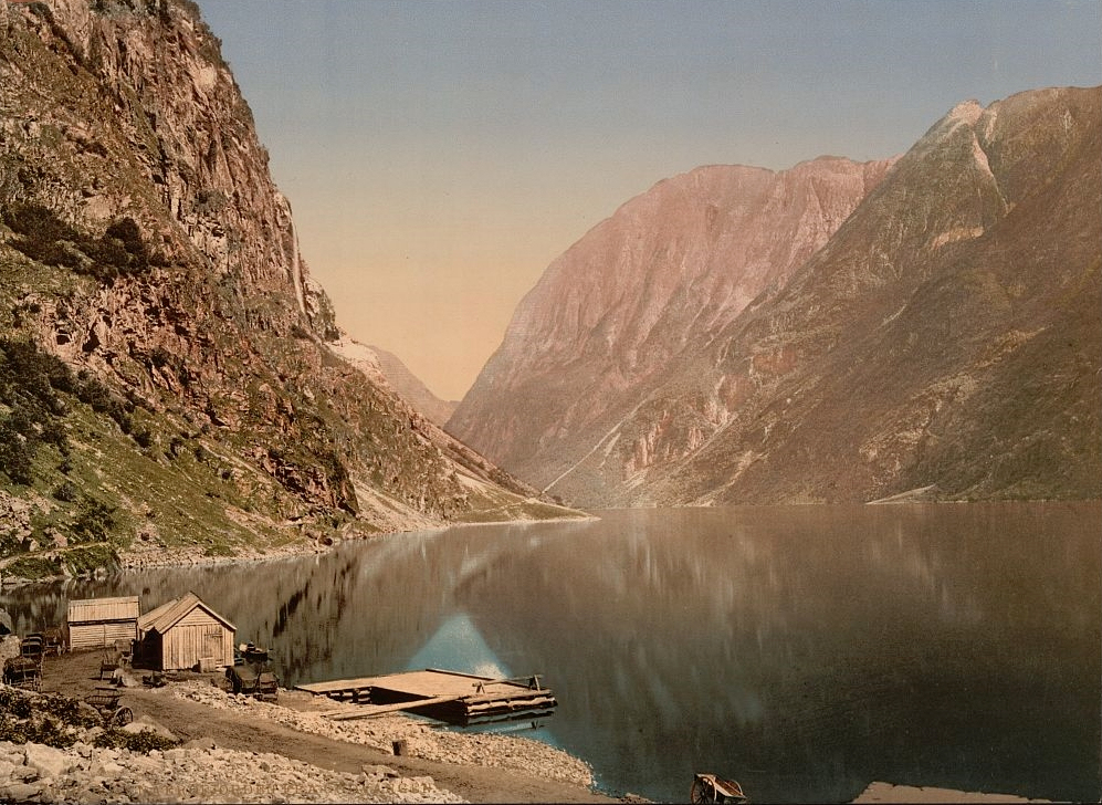 Naerofjord_from_Gudvangen-foto_Library_of_Congress.jpg